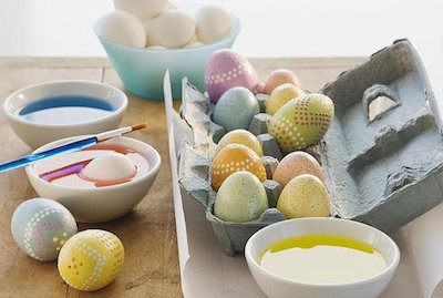 Getty+Images+coloring+eggs.jpg