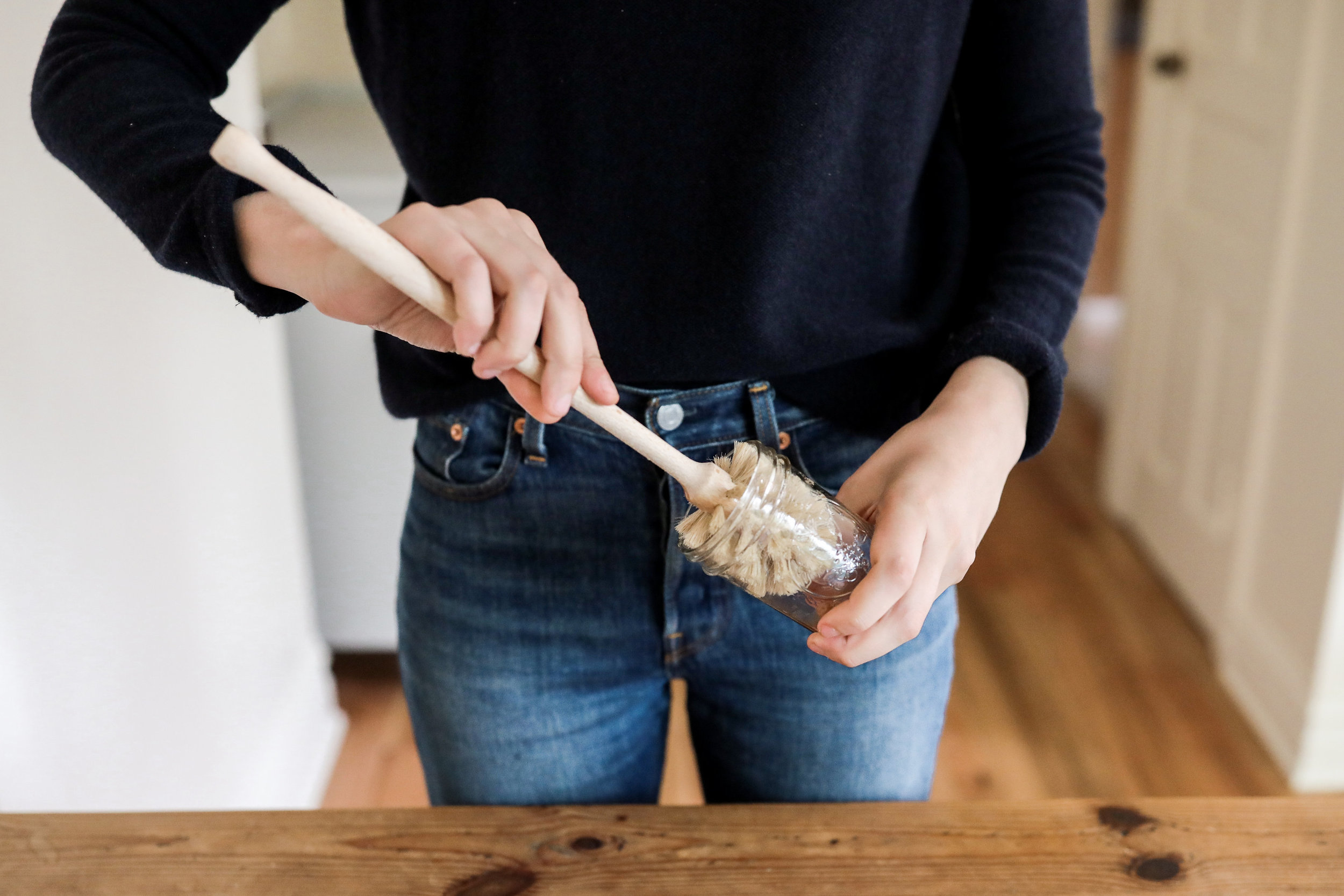 Plastic-free, compostable dish brushes for a zero waste kitchen | How to use (and reuse) wooden dish brushes around the home | Litterless