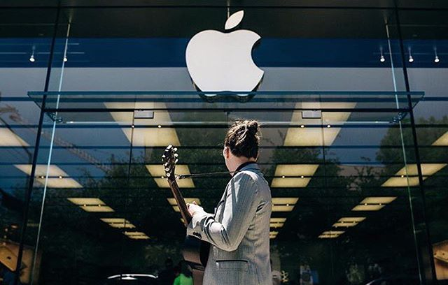 @mrcarterdavis found a unique way to promote his music by traveling to Apple stores across the country. Check out ---wrightgearmusic.com--- for the full story. Photo credit: @brandon_nalley #wrightgear #reviews #blog #apple #singersongwriter #diy