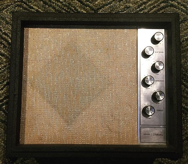 I love the tremolo and low volume breakup on this amp. But more so, I think I like knowing that what started as a bargain brand is now sought after by many. #wrightgear #silvertone #1482 #guitaramp #amps