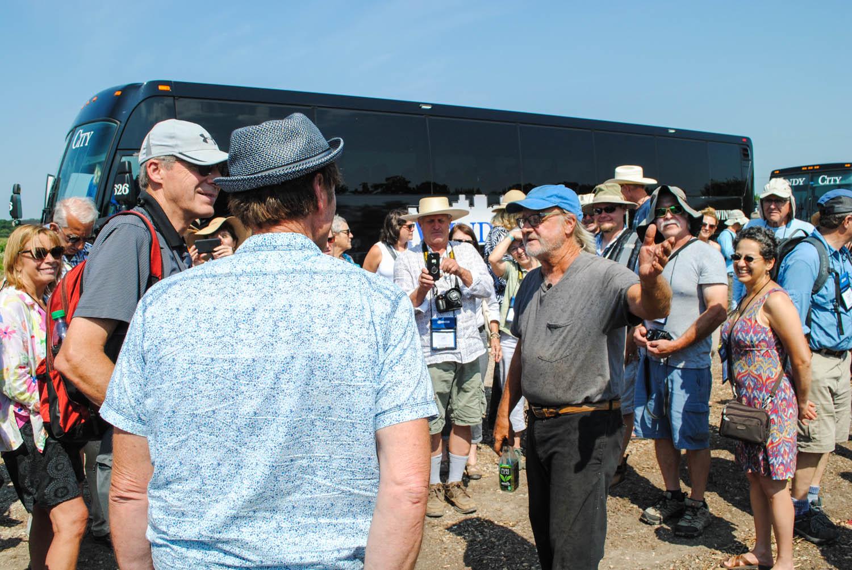 Roy Diblik greets Perennial Plant Association members.