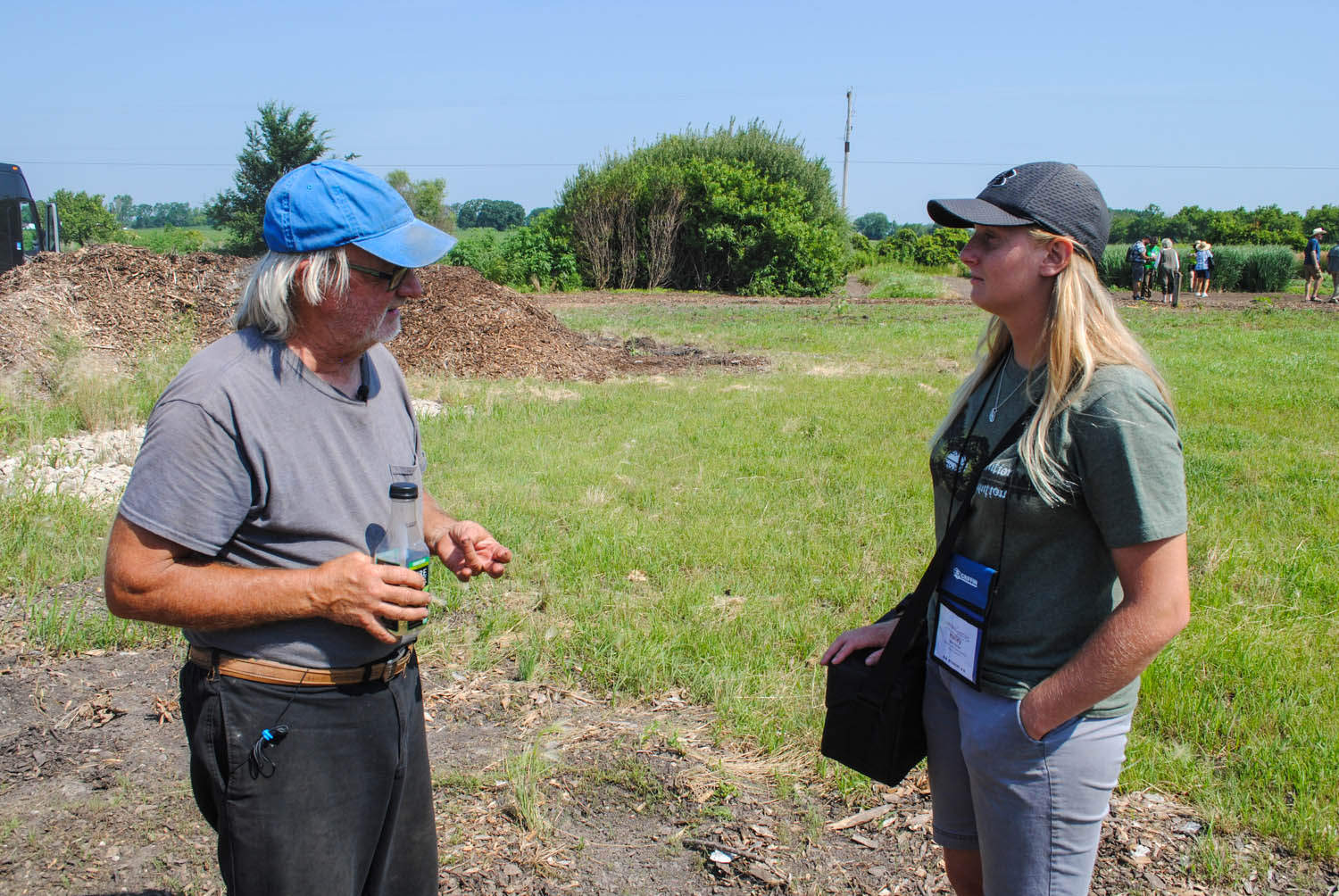 Roy Diblik shares some advice with Hailey Dunbar, Stephen F. Austin State University horticulture student and a Perennial Plant Association scholarship winner.