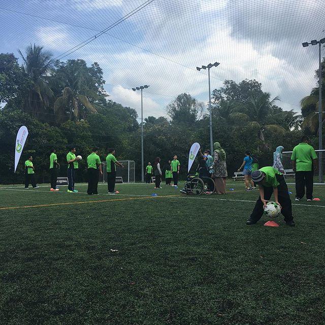 #SGFootballWeek The kids having fun doing drills guided by ex- national players Jeremy Chiang, Rafi Ali & Nazri Nasir.