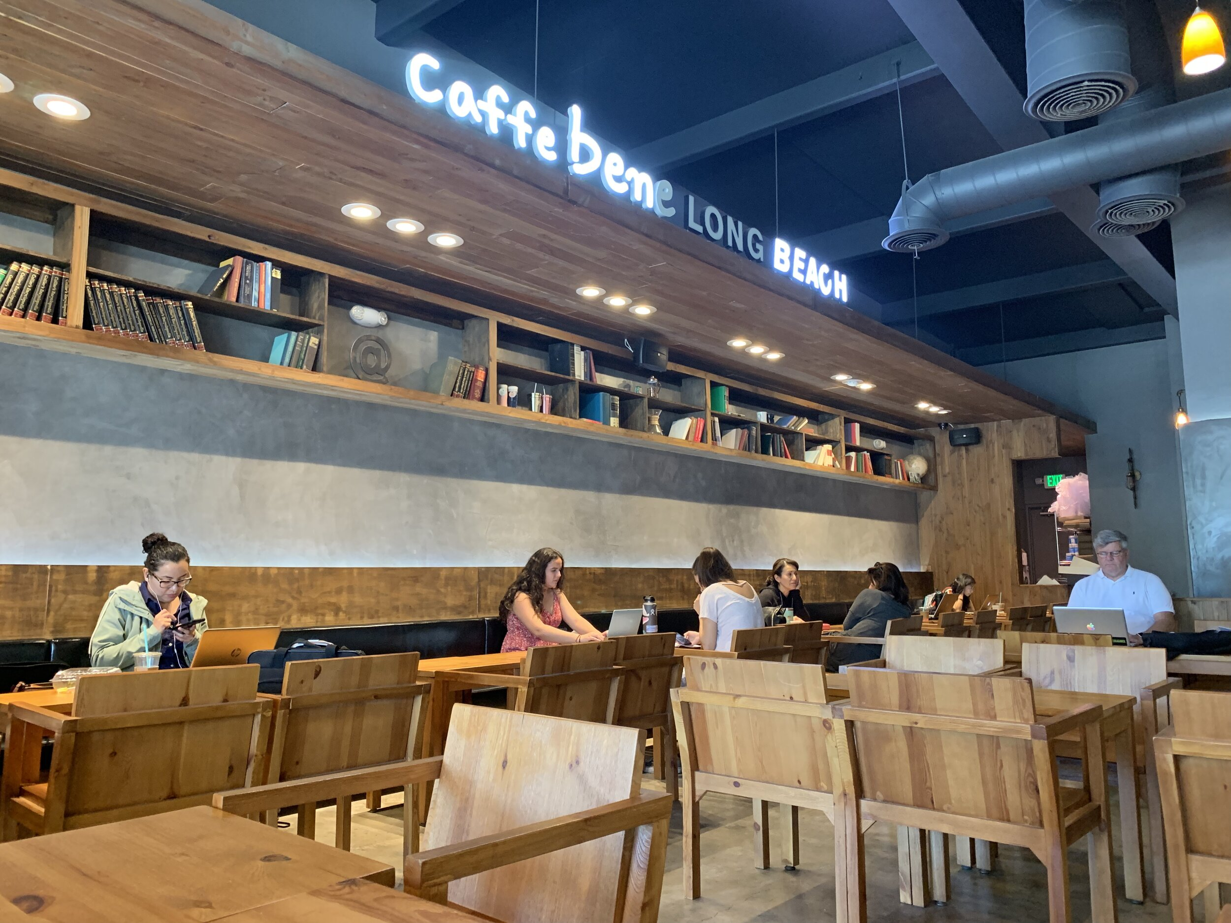 At Caffé Bene, abundant seating and a spacious interior will make all of your anxieties about finding a table disappear.