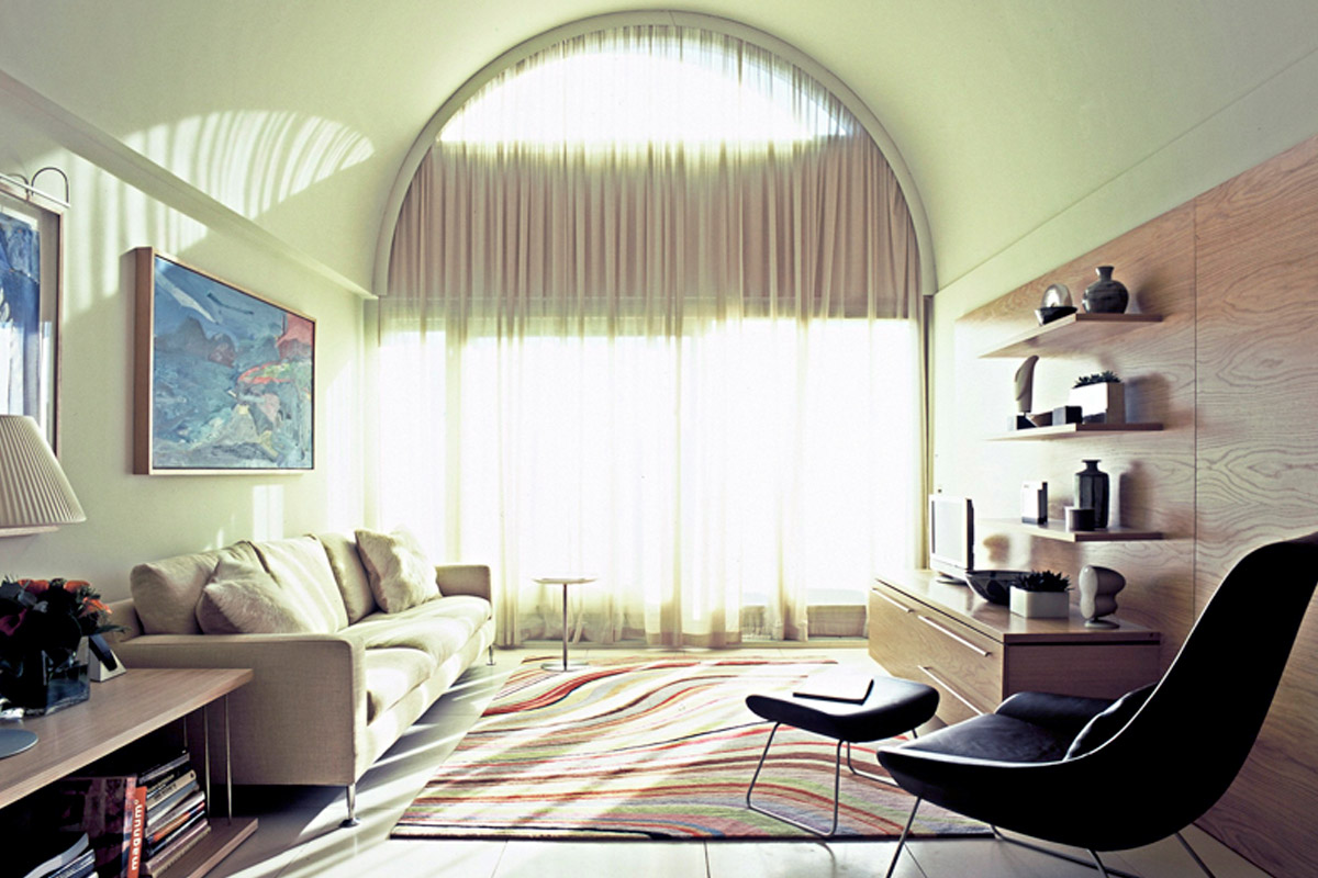 An apartment with light and height is not often found in London..     View Gallery