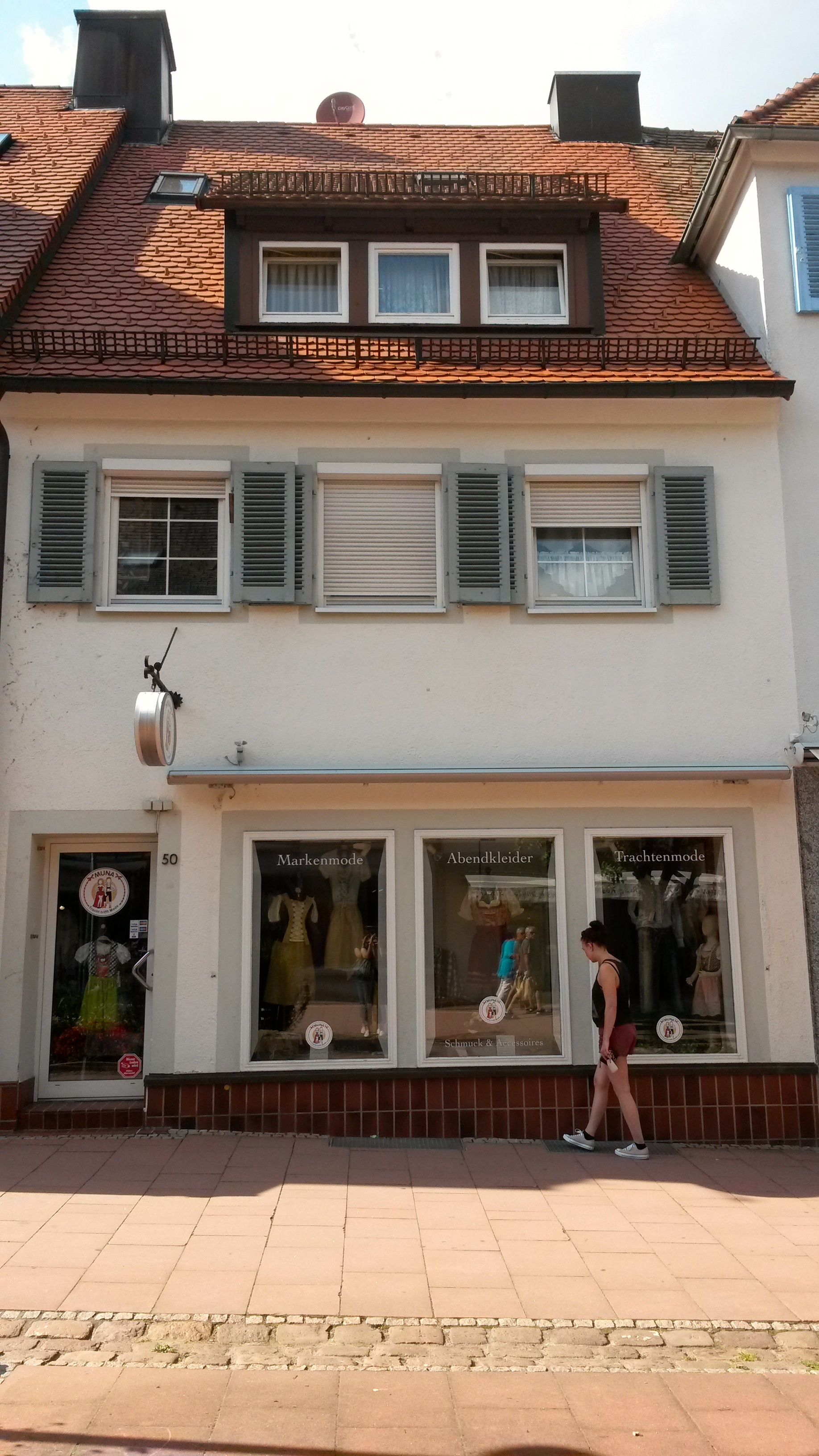 Muna - Tracht trifft Mode shop in Freudenstedt is Sarahs favourite Shop when it comes to traditional cloths.