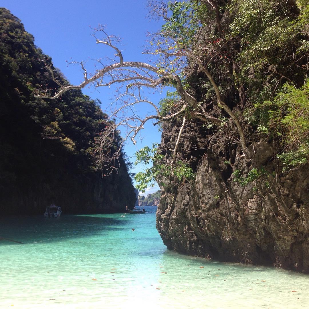 Loh Sama Bay - Beachfront Divers - Koh Phi Phi, Thailand