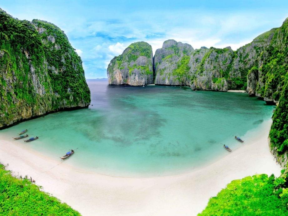 Maya Bay - Phi Phi Islands - Thailand