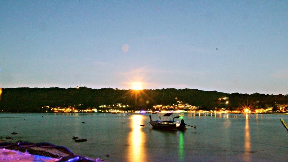 - Beachfront Bar, Loh Dalum Bay, Phi Phi Island