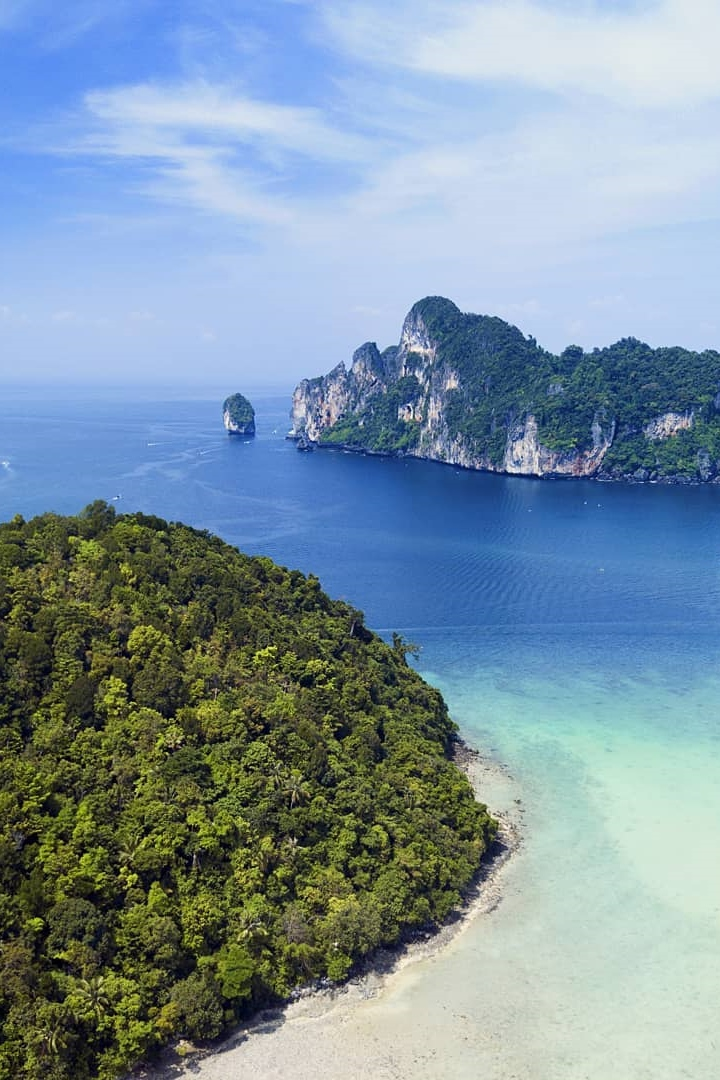 Loh Dalum Bay - Phi Phi - Beachfront Divers.jpg
