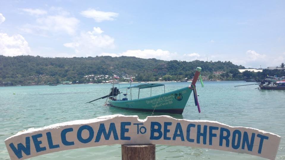 Beachfront Divers Bar - Overlooking Loh Dalum Bay - Phi Phi