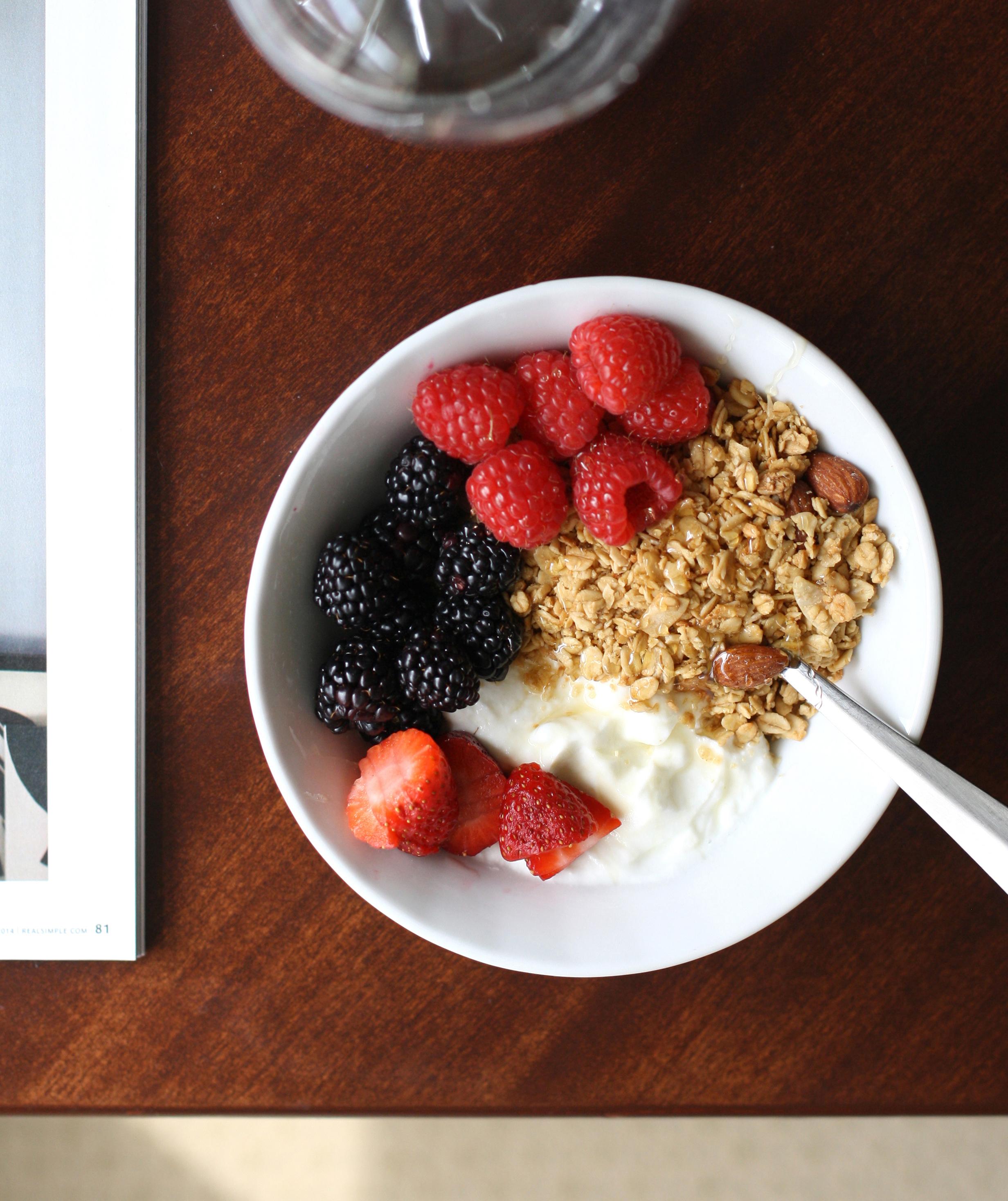 yogurt-granola-breakfast-2