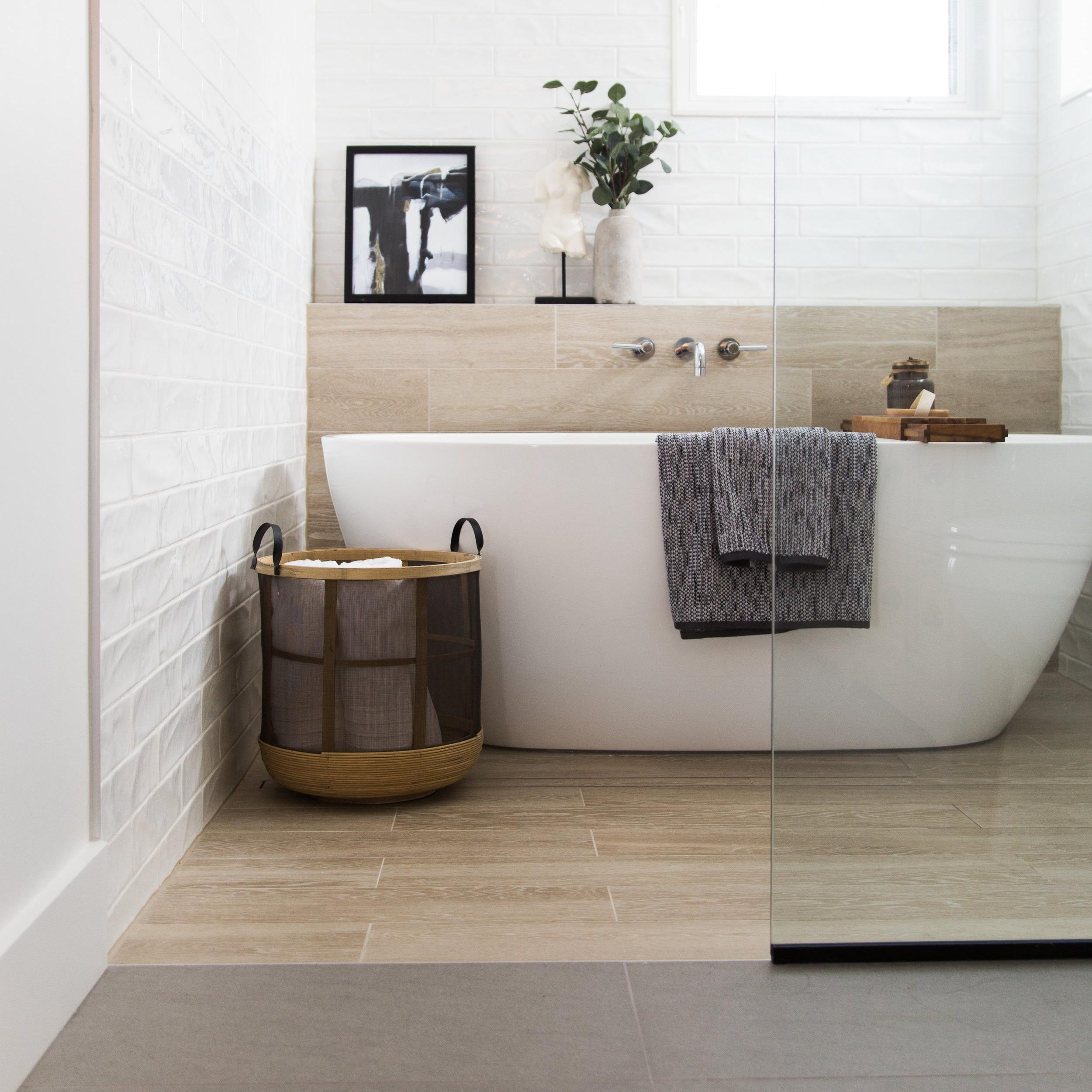 Poontip Residence - Main Bathroom
