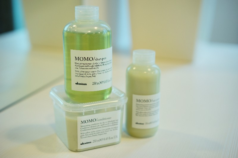 MOMO  ・For dry or dehydrated hair  ・Characterized by a creamy foam, is designed to gently cleanse dry or dehydrated hair, giving it a strong hydration.  ・With Yellow Melon extract