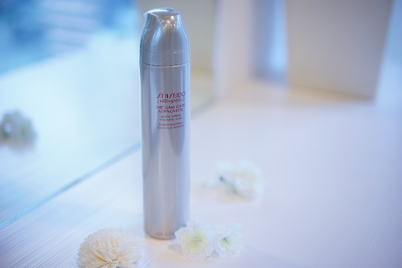ADENOVITAL    Root Spray   A styling agent employing sun care technology. While shielding the scalp from harmful UV radiation, Root Spray lifts the hair from the roots to impart an airy, voluminous look.