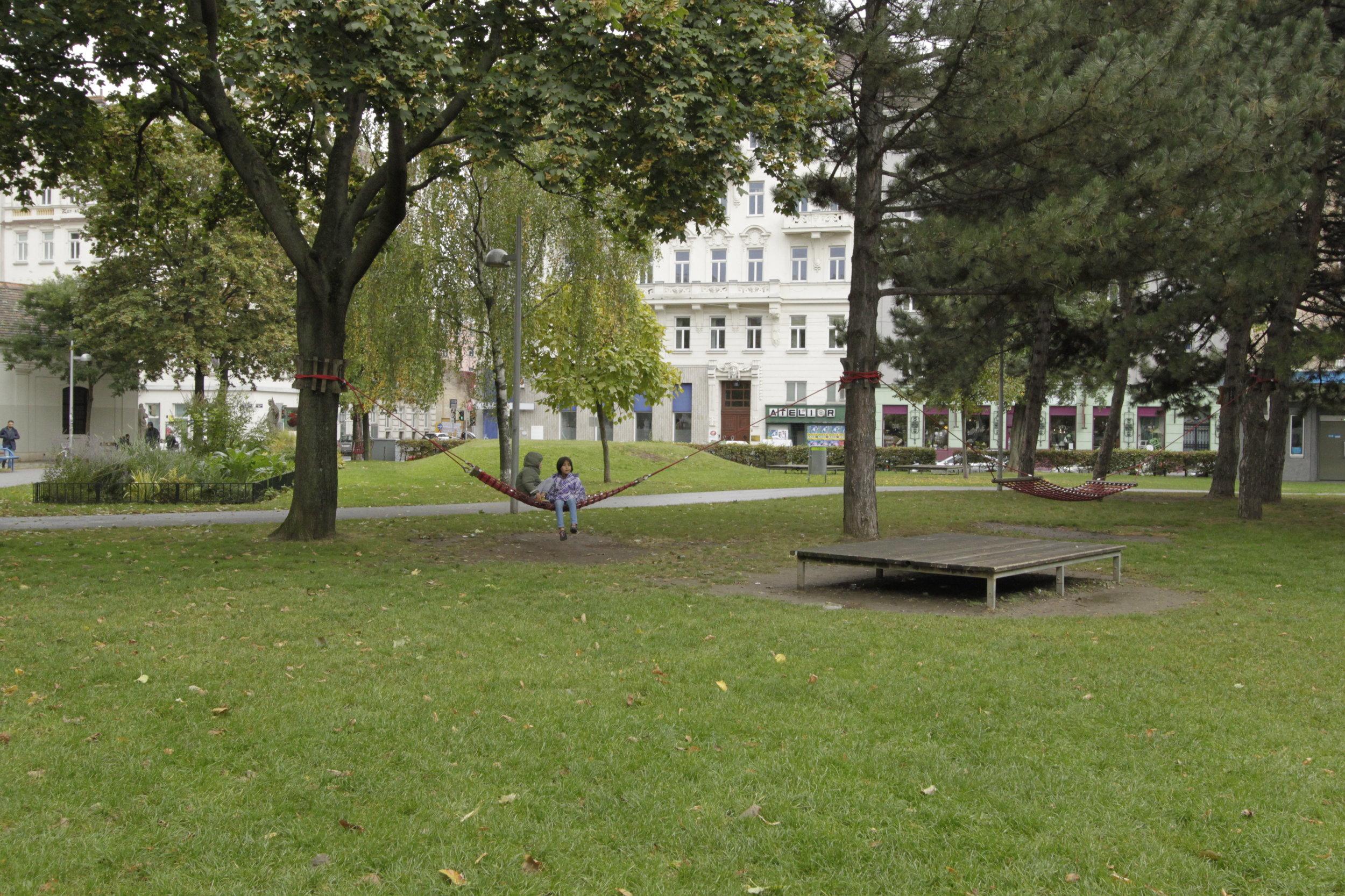 Hammocks, quick attraction elements, Vienna. Foto (c) Zdenka Lammelova