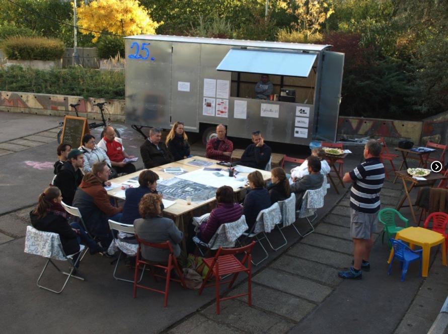 Kulatý stůl s obyvateli, projekt Vybíralka  (c) IPR