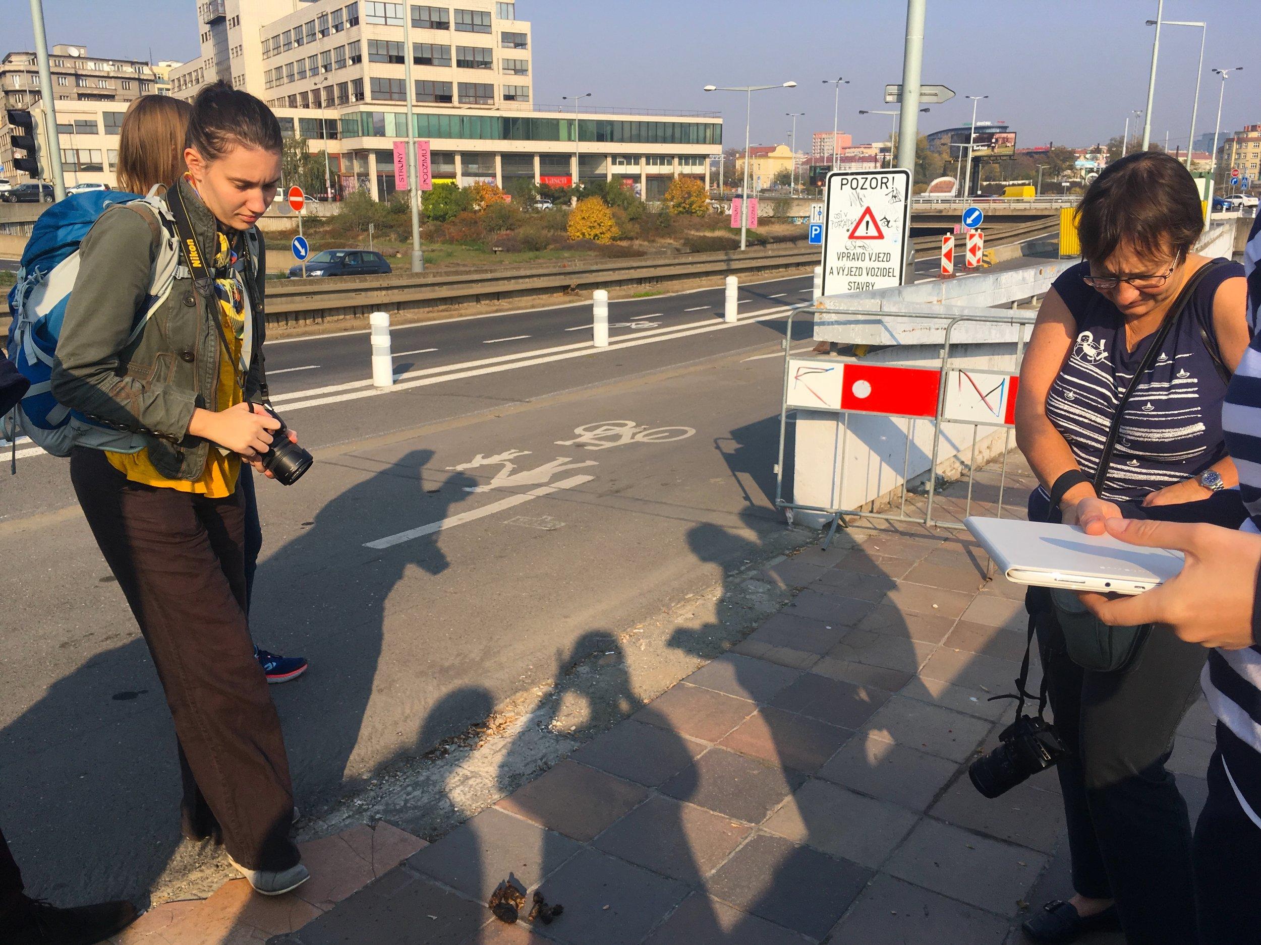 Čtení nerovností z veřejného prostoru na Praze 7  foto (c) Milota Sidorová