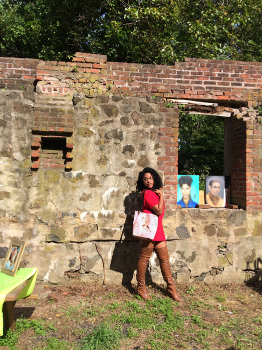 Model/Actress Erica poses with a DeannaKei Tote