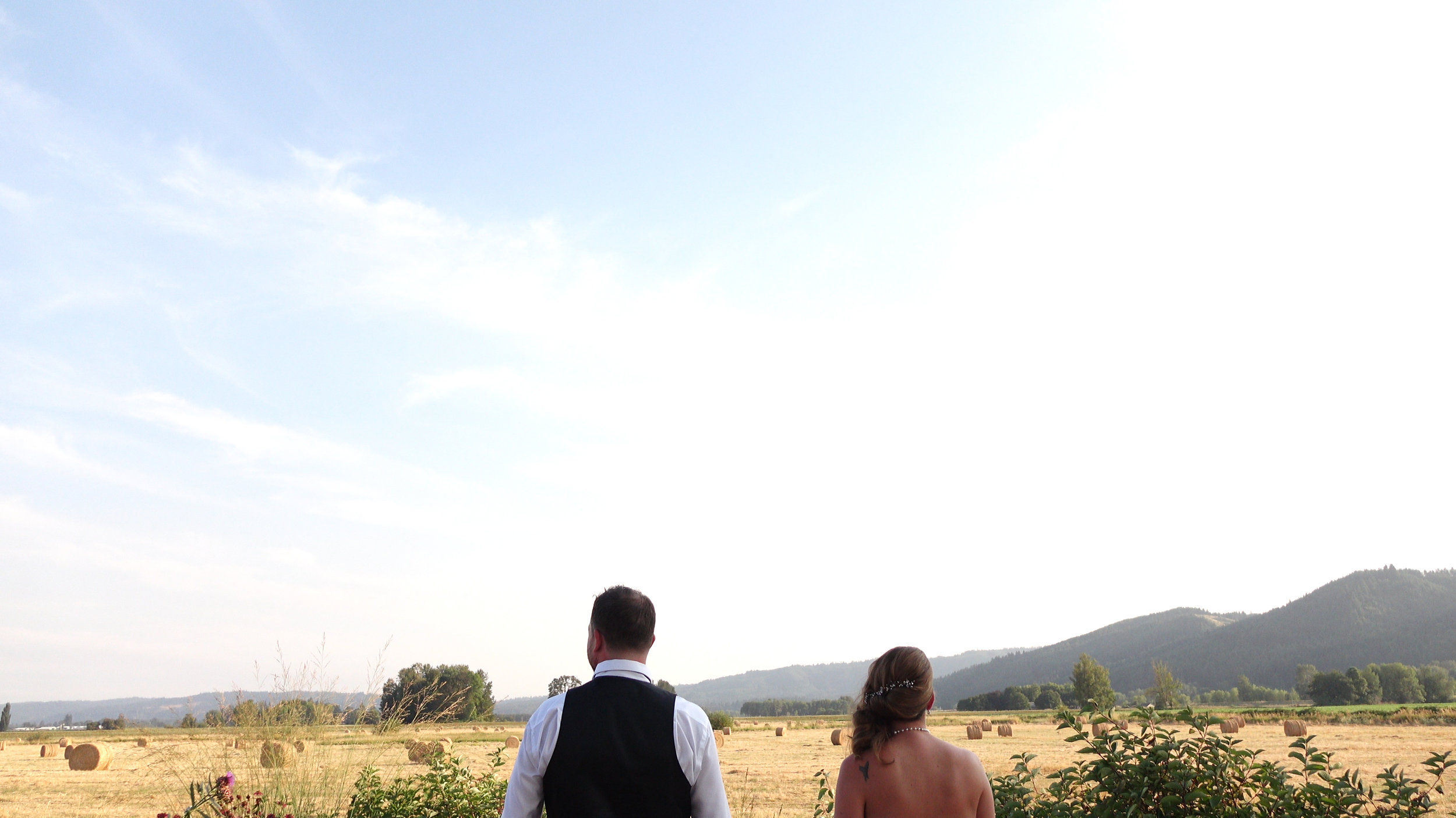 SAUVIE ISLAND WEDDING COUPLE