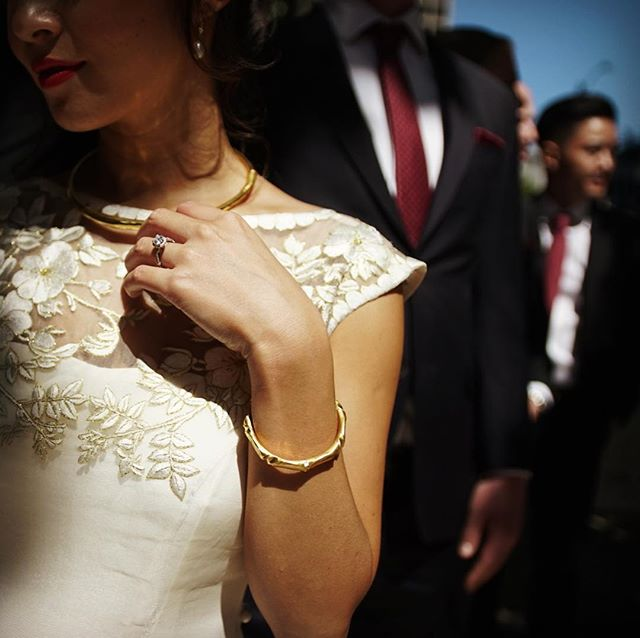 Perspective is half the game. Imagination is the game name. 🤤 Sometimes I make good images, sometimes I dont. Rinse repeat and make time to eat lol #seattle #seattlewedding #weddingdress #weddingring #groomsmen #vsco #weddingphotography #weddingvideography