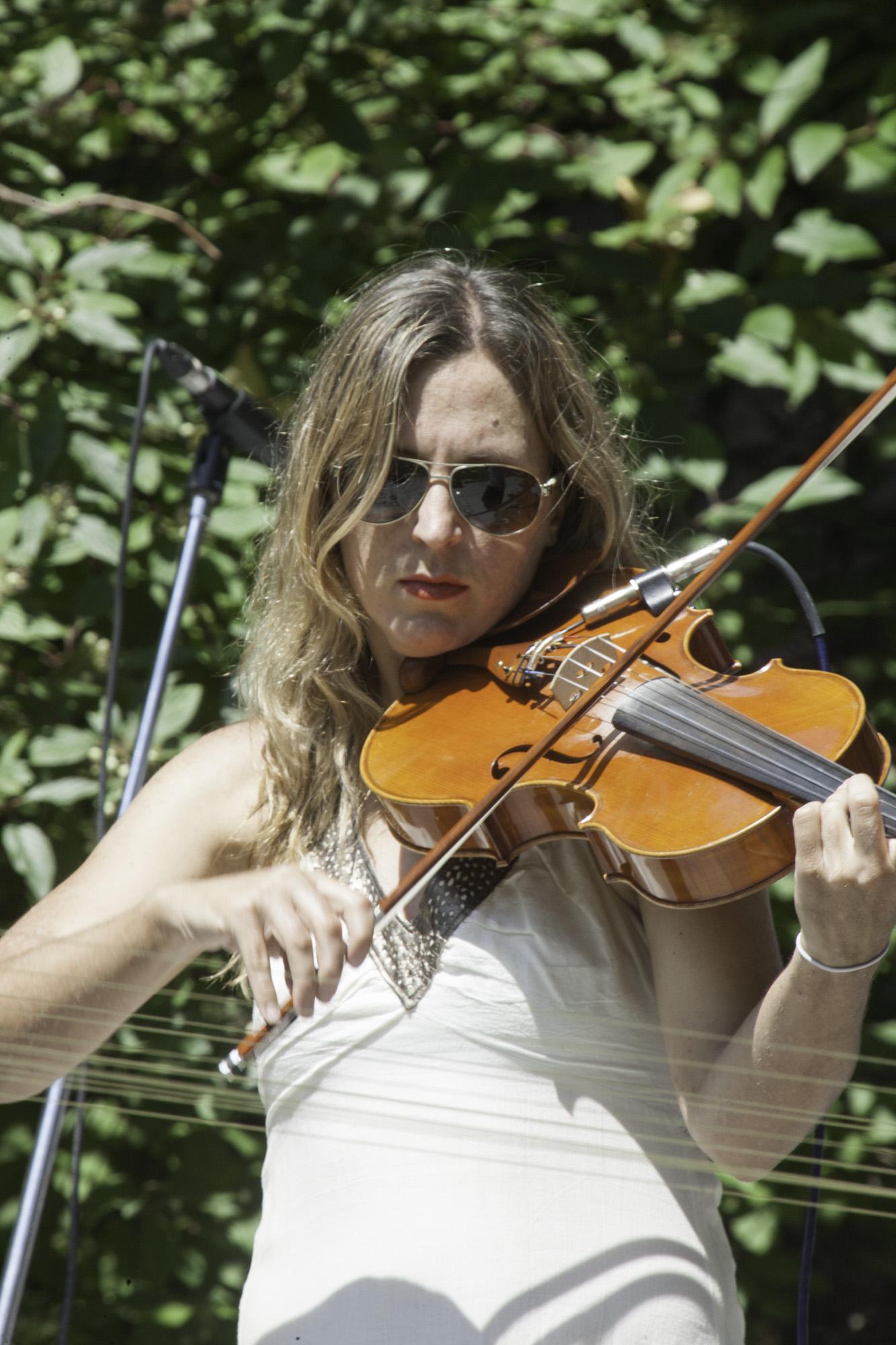 Julie on violin 01.jpg