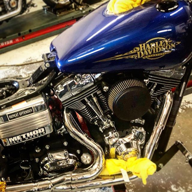#sneekpeek Michaels Dyna is gonna be nasty! #legends #RWD #flo #trask #bigals #headkacemotorcycles