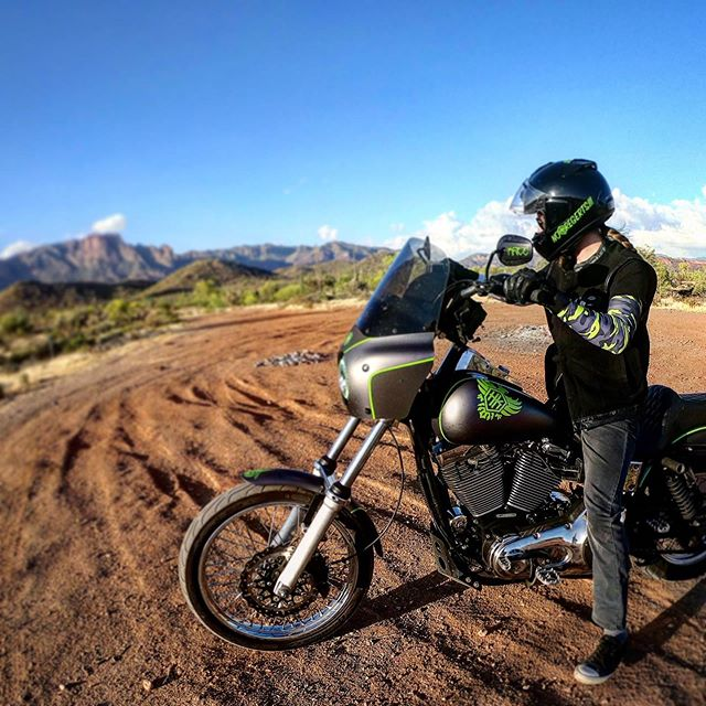 #noroadsnoproblem #superstitionmountains - - - - #dynaholics #dynanation #criminaldyna #urbanassultdyna #dyna #dynawideglide #dynamite_crew #clubstyledyna #dynalife #dynas #headkacemotorcycles