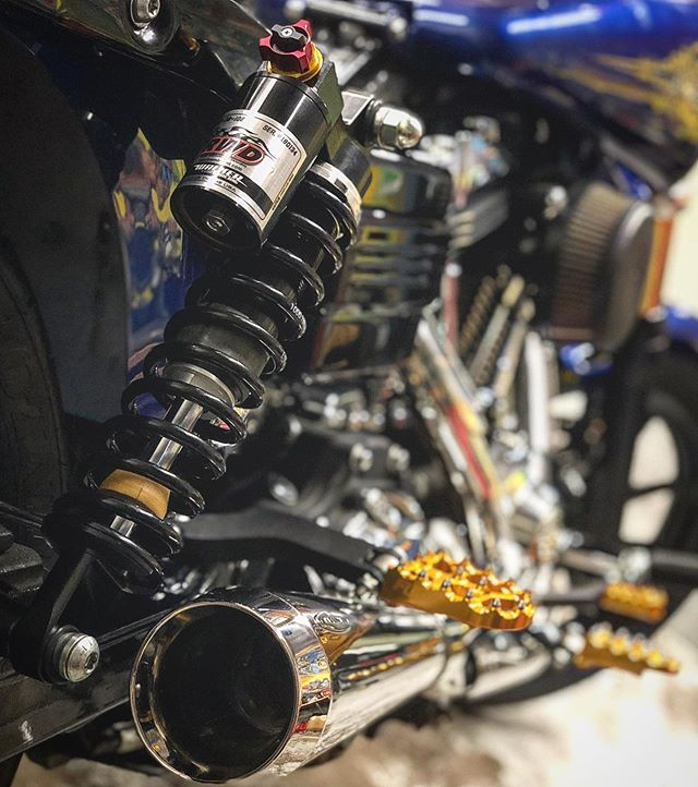 What are your suspension needs? - - Above: @russwernimontdesigns shocks w/ @legendsuspensions cartridges up front. - - ☁️☁️☁️ #intheclouds #headkacemotorcycles #dynalife #dyna #dynaholics #dynanation #criminaldyna #dynamite_crew