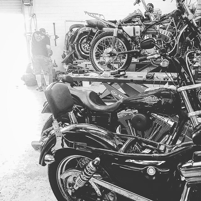 #busybusybusy haven't posted in awhile keeping the hands busy in the shop! #headkacemotorcycles