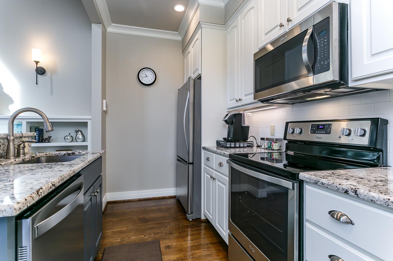 Kitchen-Stove-Bar.jpg