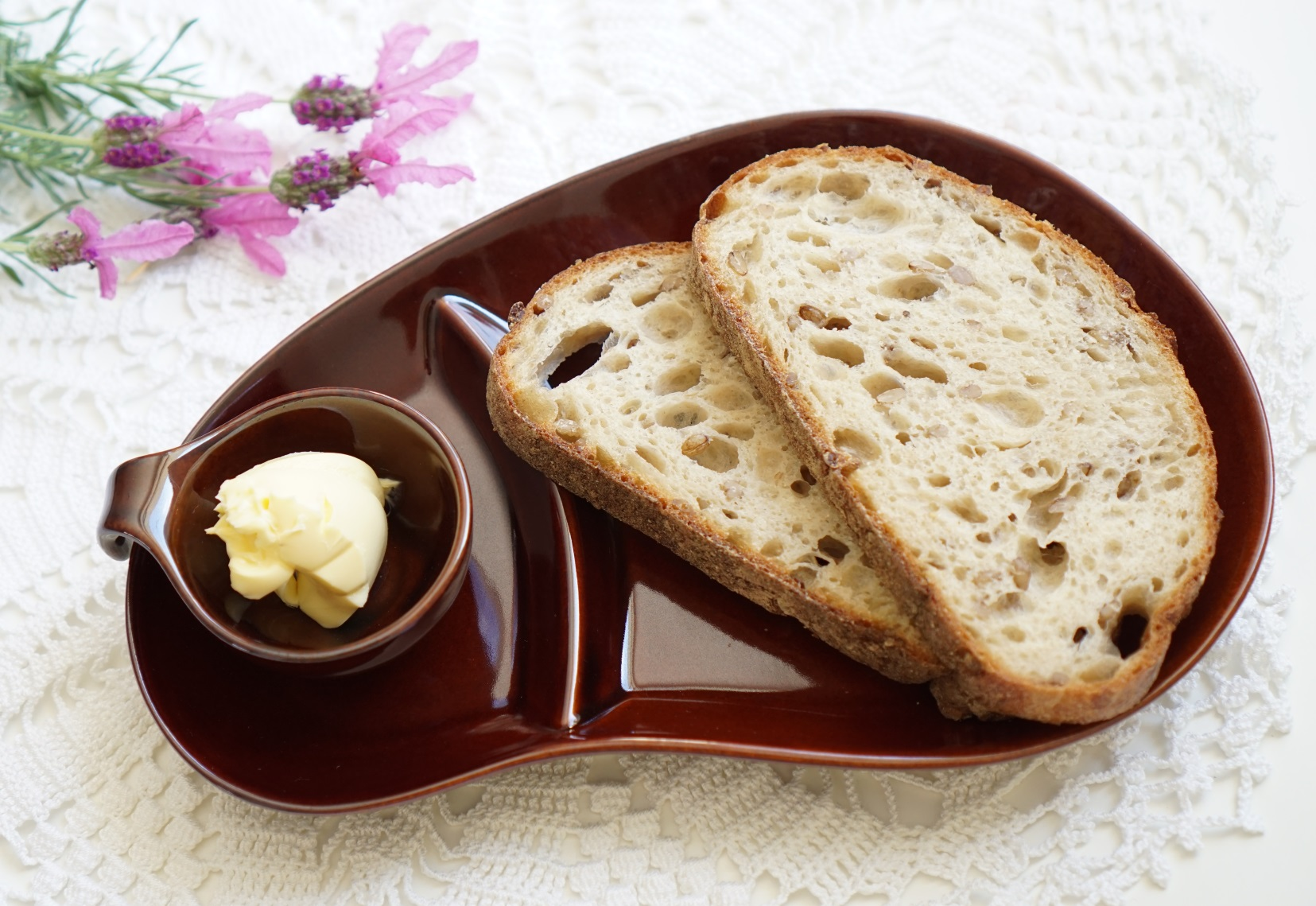 I bought some nice sourdough bread so I served it on this Minoware serving plate set