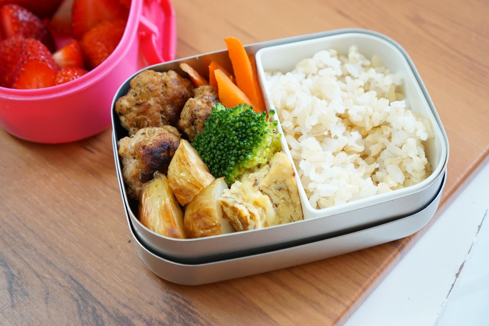 21th Thursday  Rissoles,roasted potato,egg omelette,steamed vegetables and brown rice.