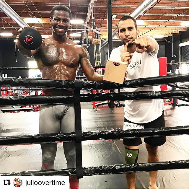 The advantage is in your hands #performbetter #recoverfaster #mobilitas --------- #Repost @julioovertime (@get_repost) ・・・ @mobilitas mobility tools are making Mondays @selfmadetrainingfacility so much better, these guys hands down have the best tools to aid you in Myofascial release therapy! If muscular shortness and tightness are holding you back from performing at your best in the gym during training you might want to check out their mobility sphere, this little guy right here can really help you get to those hard to reach spots, and does wonders for on going back, shoulder, and hip pain, so you know I had to put my team on to them as well🙏🏽 #Mobilitas #TheBest #MFR #MyofascialReleaseTherapy #Mobility #Flexibility #Recovery #PreventativeMaintenance #MobilityTools #MobilitySphere #SMTF #SelfMadeTrainingFacility