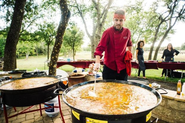 MiPaella-chef-stirring-closeup.jpg
