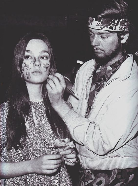 Hippies face painting.
