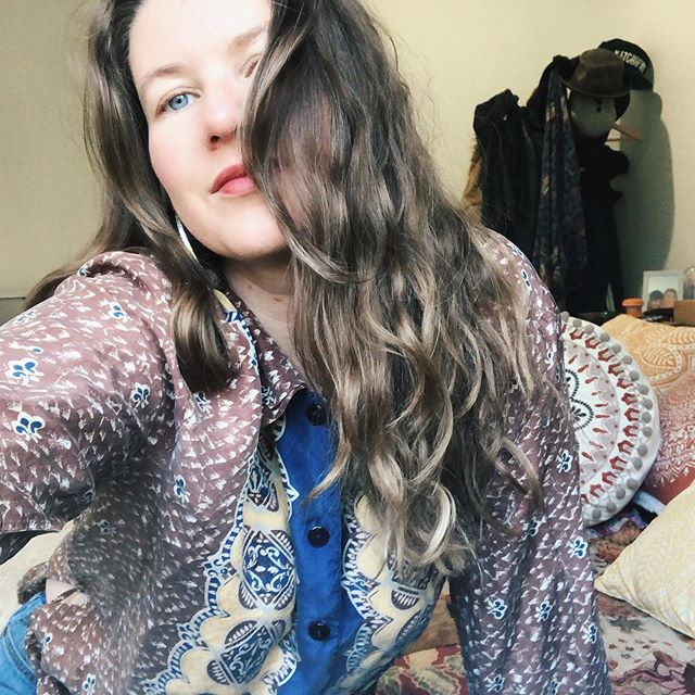 Everything I'm wearing today has holes in it and that's okay with me { patterned silk shirt - vintage, old jeans } . . . . . . . . . . . . . #thriftlifeisthebestlife #thriftingislife #thriftinglifestyle #thriftstorefinds #ootd #ootdshare #currentlywearing #fashiondiaries #stylediaries #vintage #vintageclothing #vintagestyle #oldshirt #mensclothing #vintagefinds #pattern #print #vintageseller #vintagelover