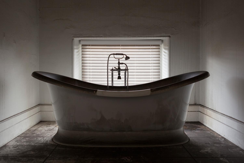 bri-hammond-the-hall-house-fire-bath.jpg