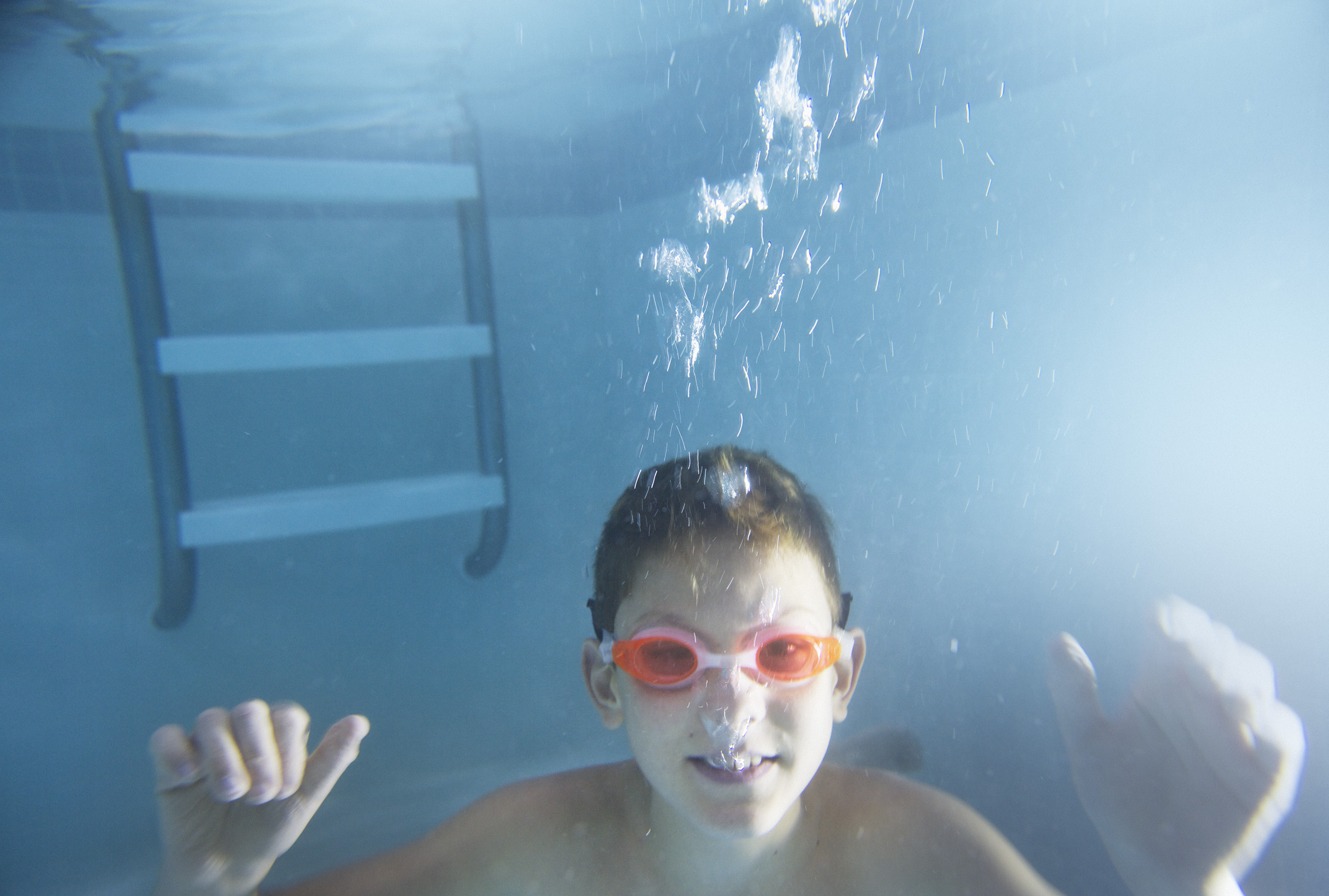 BoySwimming5(371Q_1670_1).jpg