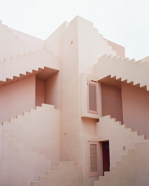 Ricardo Bofill La Muralla Roja pink walls