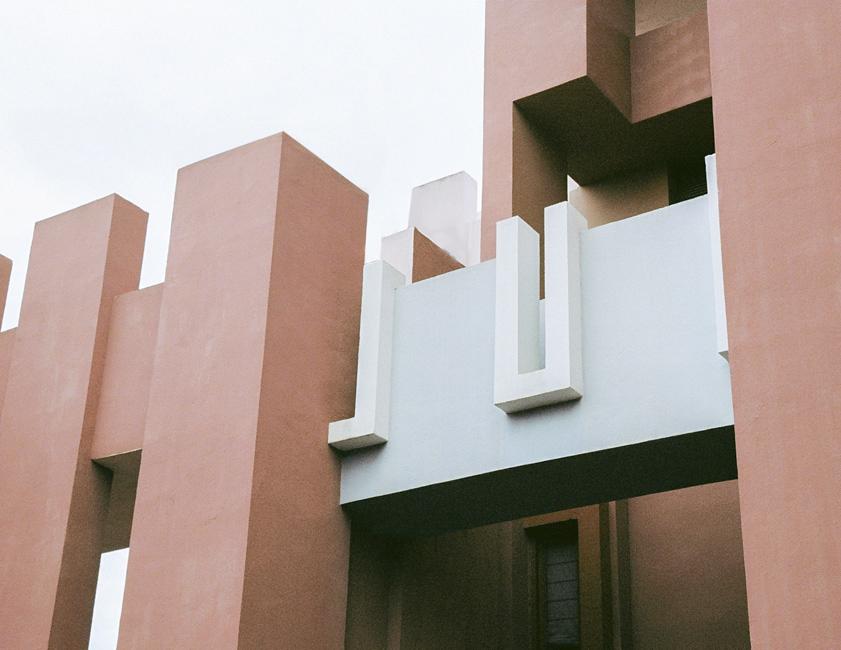 Ricardo Bofill, Pink, La Muralla Roja