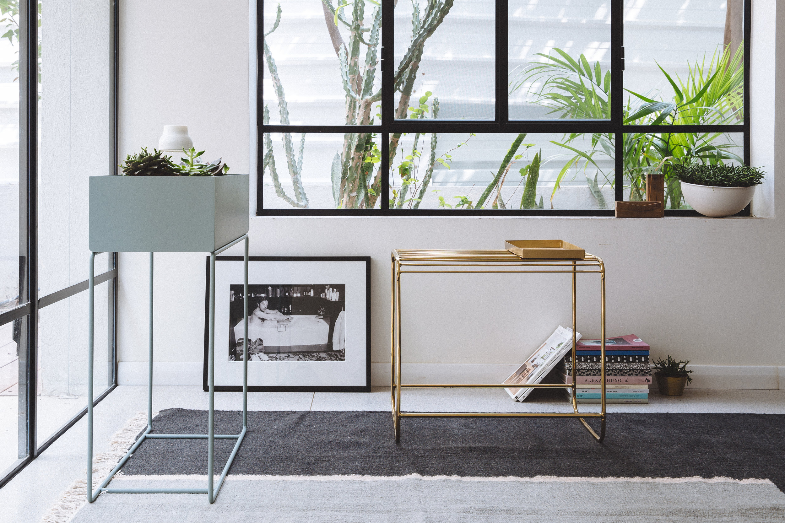 Ferm living plant box. Bloomingville brass table. Serge Gainsbourg photo. Living room design