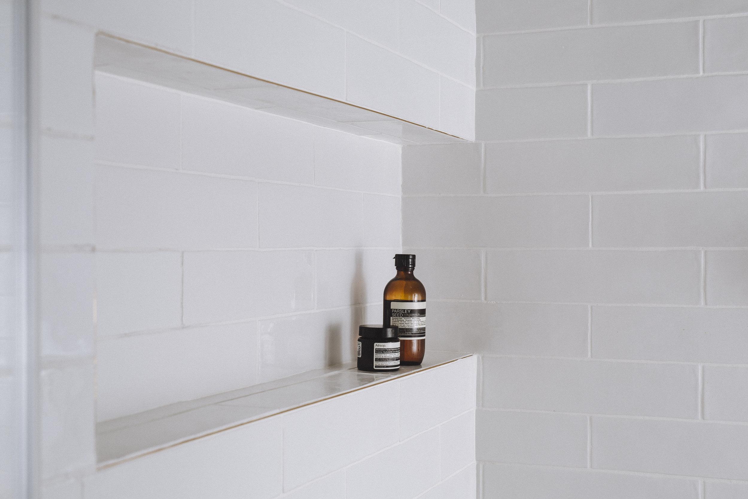Subway tiles niche in bathroom wall