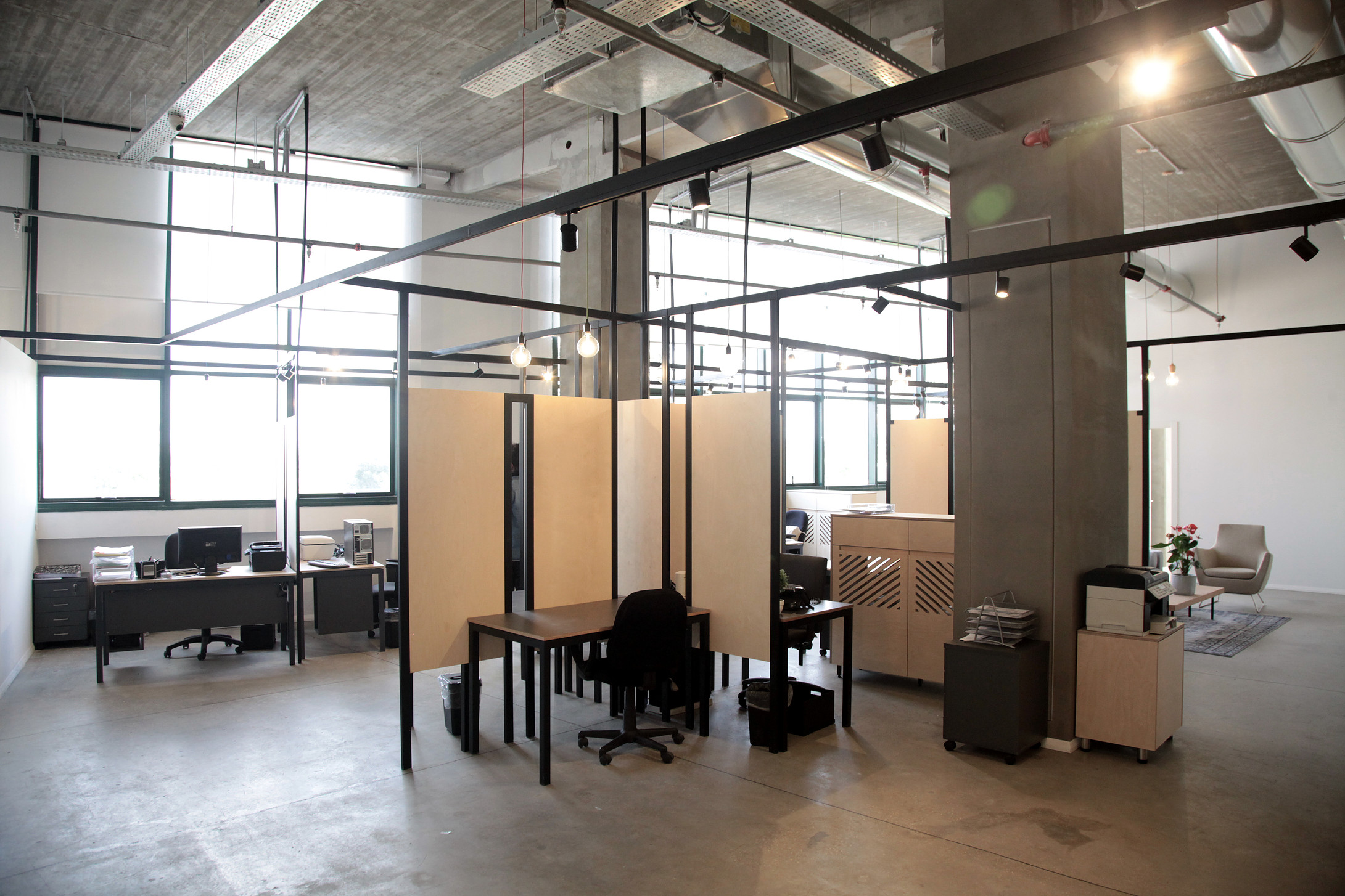 Office wood dividers and grid construction made of steel