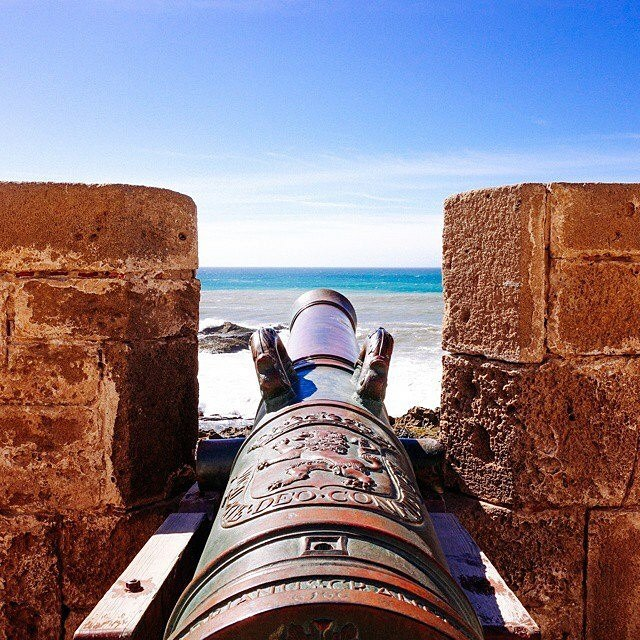 Can you picture yourself Walking through History in #Essaouira? Book your riad or hotel in the Medina for an amazing stay where #JimiHendrix lived! Taste the fabulous sardines & explore the wonders of the blue and #funky city of #Morocco! #saharatoursinternational #hippie #fish #port #skala #soleil #sun #ocean #mogador