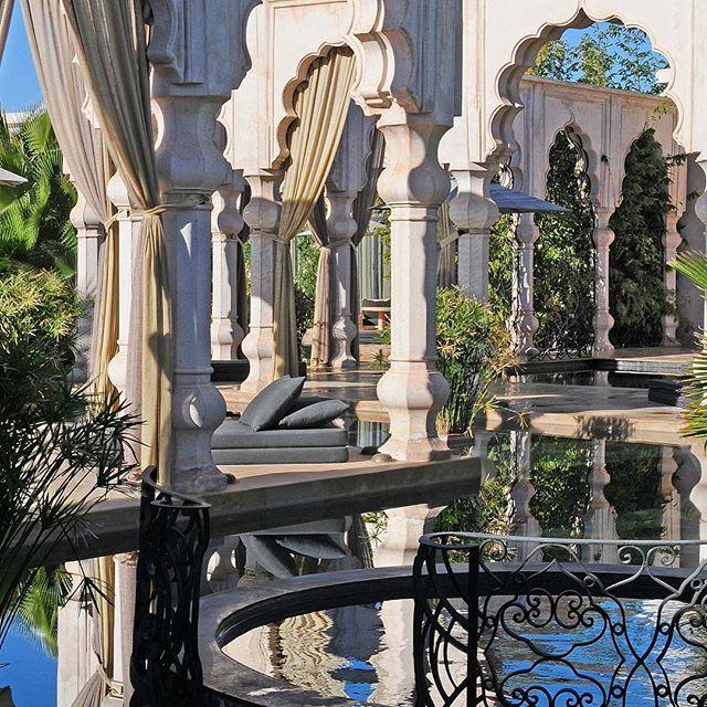 Envie d'un week end dans un cadre somptueux à Marrakech? Organisez votre séjour VIP depuis votre arrivée à l'aéroport de #Marrakech au splendide Palais Namaskar, une dégustation dans les meilleures tables de cuisine marocaine de la ville rouge et une soirée jusqu'à l'aube dans ses meilleurs clubs! Prévoyez vos week end à l'avance pour obtenir les meilleurs prix et solutions de surclassement grâce à #saharatoursinternational ✌🏼️✌🏼✌🏼 #luxurious #holiday #romantic #sun #love #pool #vacance #vacanza #weekend #maroc #marruecos #marocco #morocco #bestdestination #peace #lusso #luxe