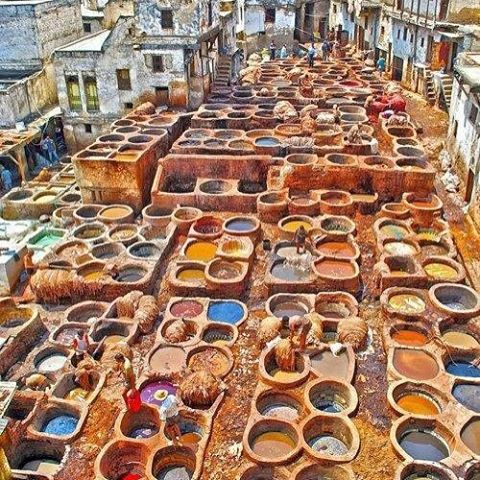 Les artistes à l'œuvre à Fès ! #tanneries #fes #imperial #royal #medina #morocco #luxe #viaggi #travel #art #artist #maroc #marruecos #romantic