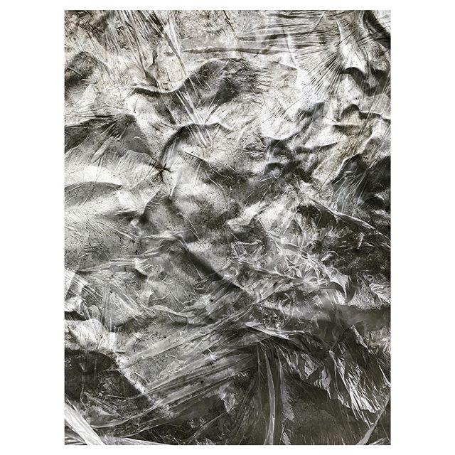 Well hello pretty pretty 🖤 #wip #abstractart #artstagram #artofvisuals #plastic #metal #contemporaryart #installationart #fannyspång