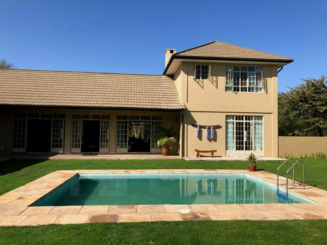 Courtyard_Golf Safari House .jpg