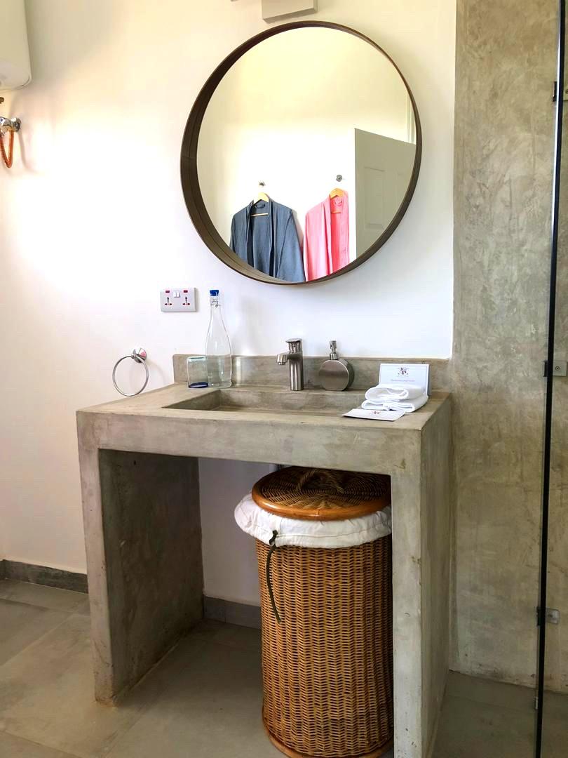 Bathroom_Golf Safari House.jpg